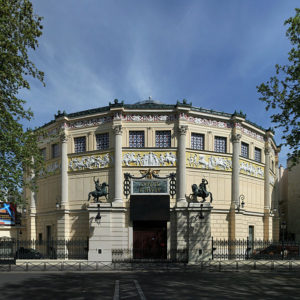 Arrondissement 11, history and night-life