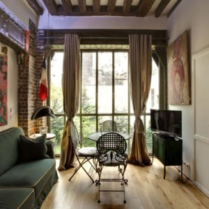 Apartment near Pont Neuf, one of the  most historical bridges of Paris