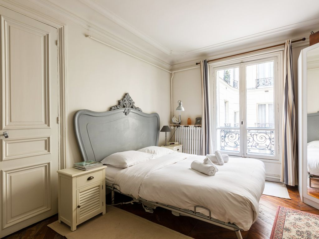 Apartment near the Moulin Rouge