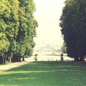 Parks in Paris for singles or kids or romantic walks