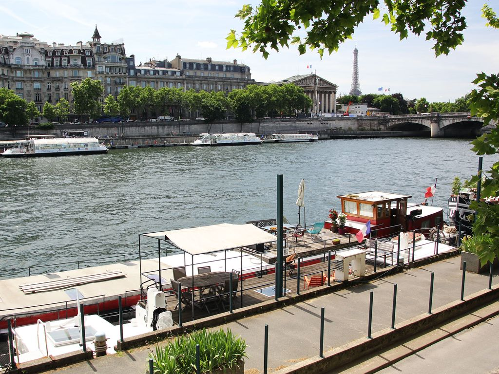 houseboat in champs elysees