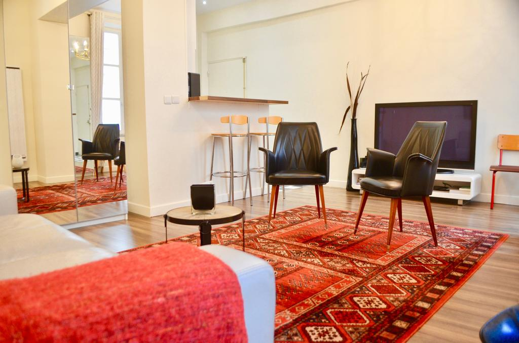 1-bedroom flat in le marais