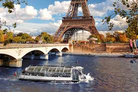 Taking a cruise on the Seine after the lockdown